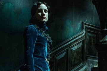 'Crimson Peak' Is So Achingly Beautiful You Wouldn't Mind Living with Its Ghosts