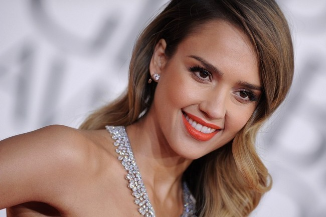 Jessica Alba's 10 Most Inspiring Beauty Moments