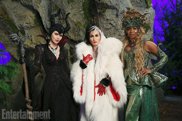 First Look at the Queens of Darkness Coming to 'Once Upon a Time'