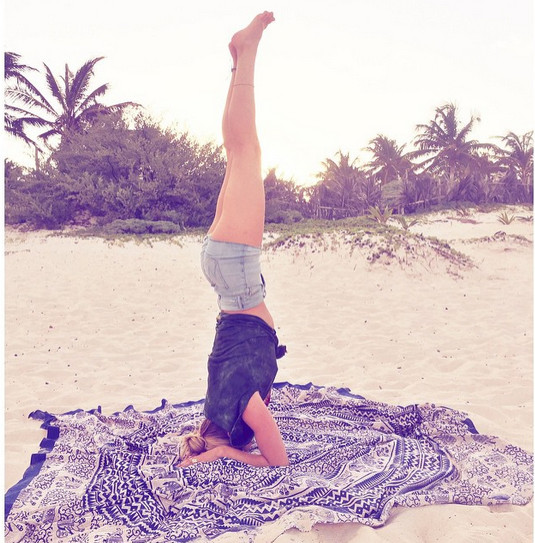 Candice Swanepoel did a headstand on the beach.