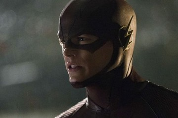 Surf or Stay? CW's 'The Flash'