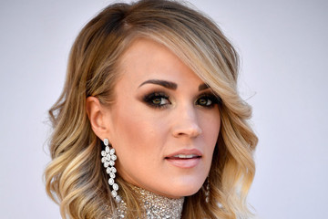 Carrie Underwood Warns Fans She Might Not 'Look the Same' After Receiving 40 to 50 Stitches in Her Face