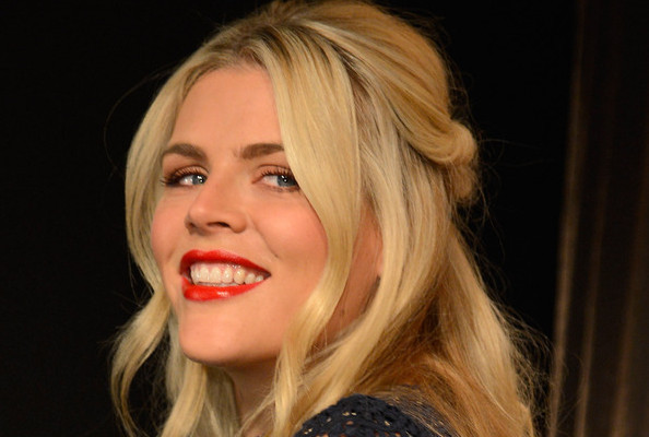 How to Steal Busy Philipps' Hairstyle for Your Next Office Party