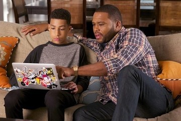 'Black-ish' Exclusive Sneak Peek: Dre Schools His Son on 'The Nod'
