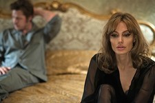6 Emotional Reactions to the First Photos of Angelina Jolie and Brad Pitt in 'By the Sea'