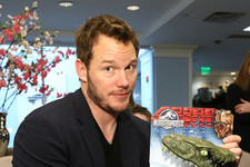 Chris Pratt Gives Out Dinos for a Good Cause