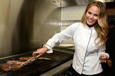 Chrissy Teigen Wants to Cook You Dinner