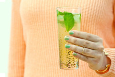 Sips and Tips: Spiced Mojito and a Sparkling Mani