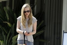 Amanda Seyfried Hangs with Her Doggy BFF