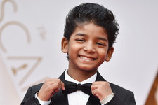 Sunny Pawar Is the Cutest Thing in a Bow Tie on the Oscars Red Carpet