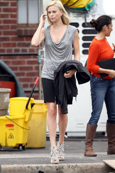 "Actress Charlize Theron prepares to film a scene for Jason Reitman's ""Young Adult"" in New York. Charlize is seen crossing a street early in the day wearing a loose grey top and black skirt."