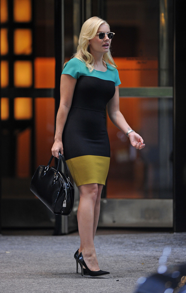elisha cuthbert pictures elisha cuthbert leaves her nyc apartment