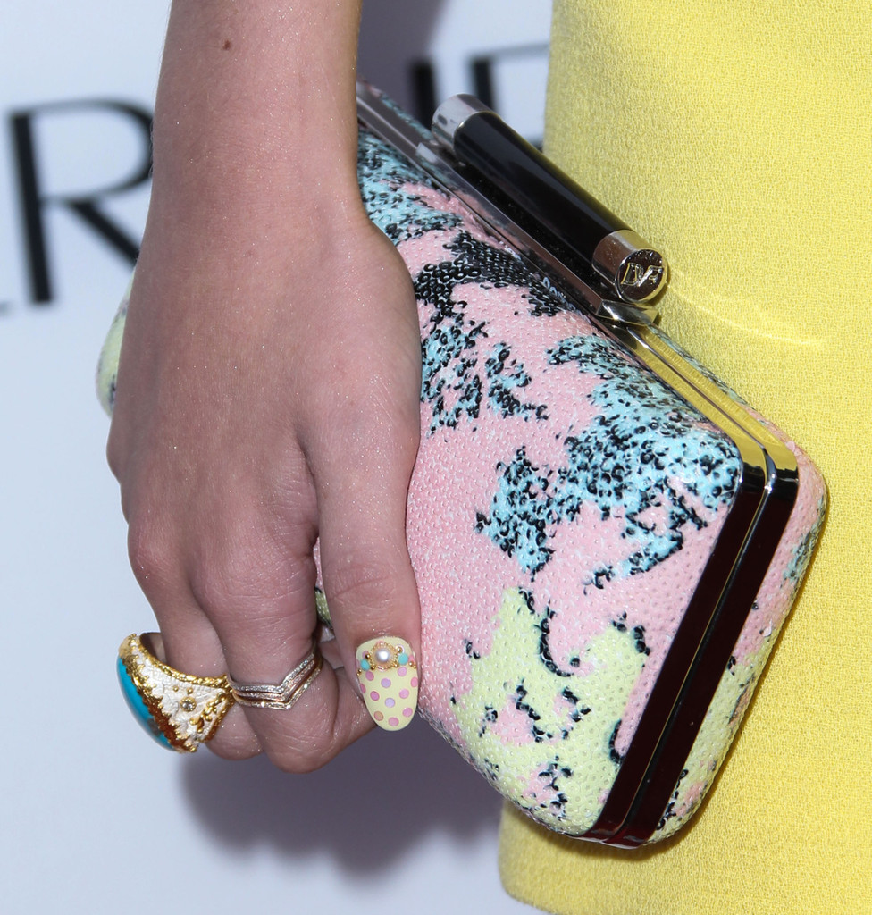 Bella Thorne's Nails Are Pure Pastel Perfection