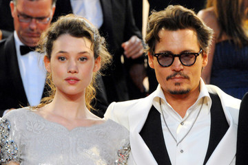 """Johnny Depp Astrid Berges Frisbey Penelope Cruz at the """"Pirates of the Caribbean - On Stranger Tides"""" Premiere"""