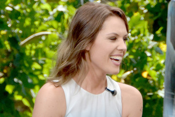 Agnes Bruckner Celebs Drops by the 'Extra' Set