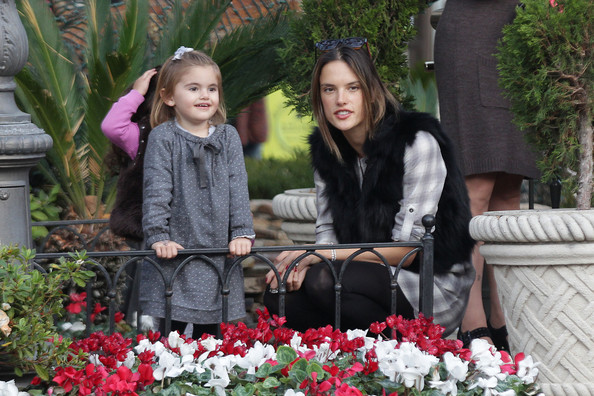 Alessandra Ambrosio - Alessandra Ambrosio and Daughter at The Grove