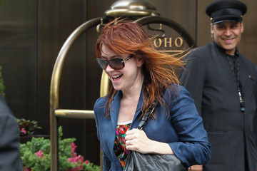 Alyson Hannigan Alyson Hannigan Leaves Her NYC Hotel