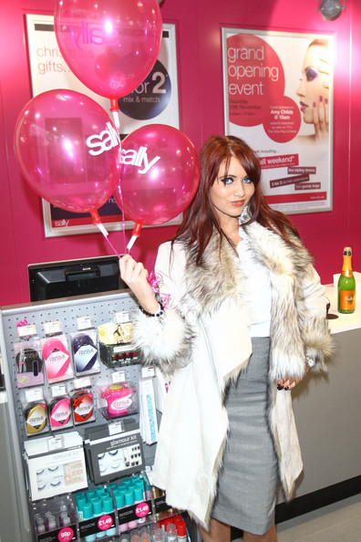 Amy childs at sally salon in london 2 zimbio for 4 dollz only salon