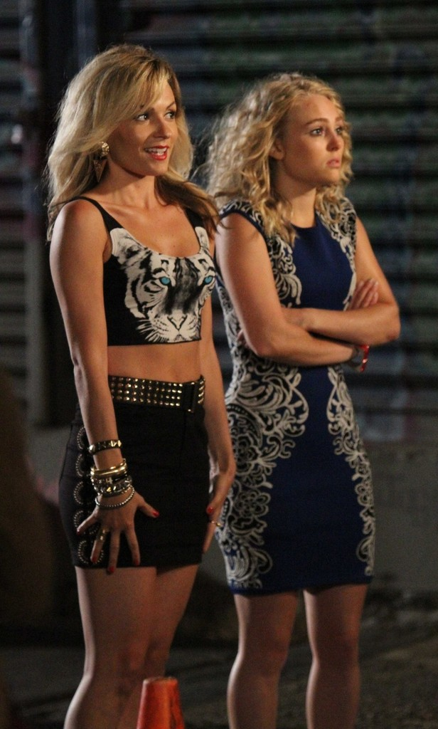 lindsey gort in annasophia robb and lindsey gort on set in