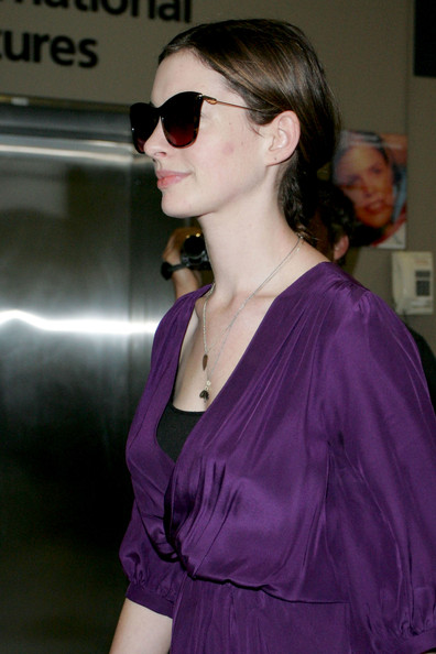 anne hathaway pics love and other drugs. Anne Hathaway arrives in