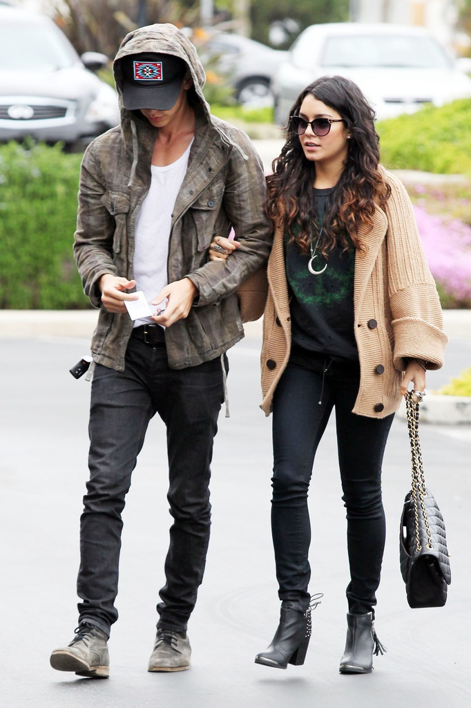 Vanessa hudgens and austin butler dating timeline
