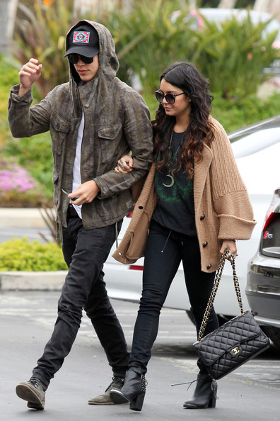 When did vanessa and austin butler start dating