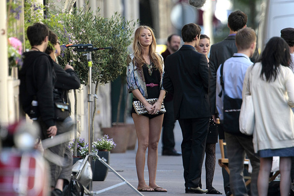Blake Lively and the Cast of 'Gossip Girl' Film in Paris []