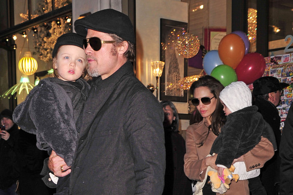 Brad Pitt and Angelina Jolie are spotted carrying twins Knox and Vivienne after visiting Lee's Art Shop in New York City.