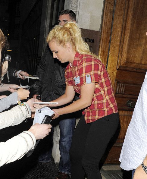 http://www2.pictures.zimbio.com/pc/Britney+Spears+Pop+star+Britney+Spears+spotted+az7UeRm0VgXl.jpg