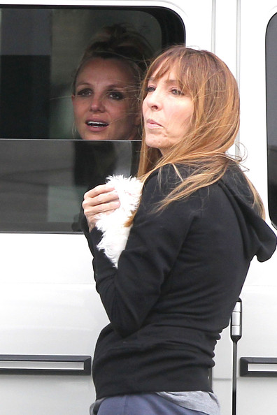 Britney+Spears+chats+friend+car+while+wa