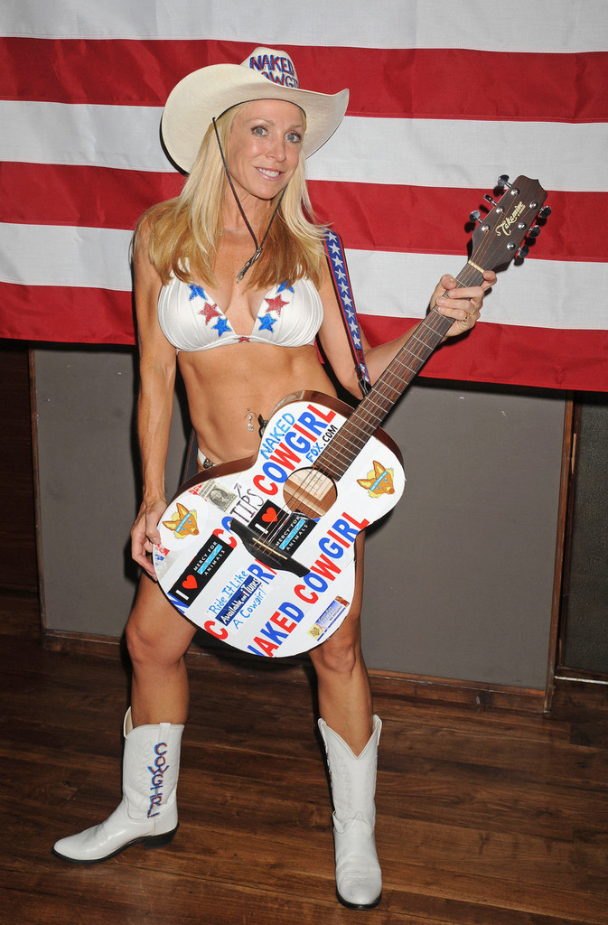 The Showbiz Wizard: CINDY FOX- The NAKED COWGIRL!