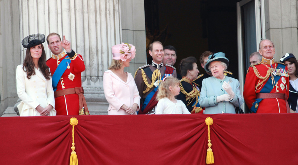 Kate middleton and queen elizabeth ii photos photos kate for Queen elizabeth balcony