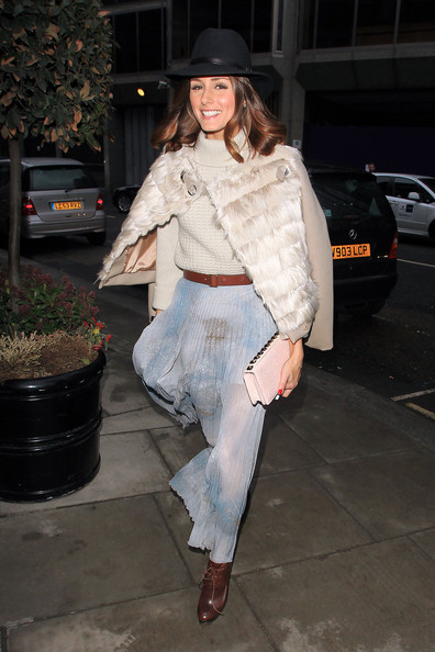 http://www2.pictures.zimbio.com/pc/City+star+Olivia+Palermo+poses+up+outside+bw-mqwJ6zhEl.jpg