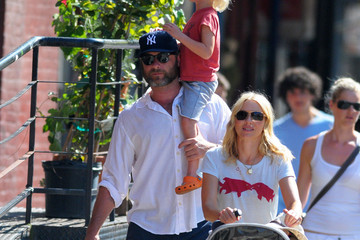 New York Yankees Naomi Watts and Liev Schreiber Out for a Stroll in NYC