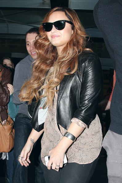 Demi Lovato - Demi Lovato finallys makes it home to her hotel after a whirlwind day in New York