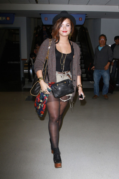 Demi Lovato Arriving Lax Sporting Ripped Bb Emo Night