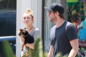 """Miley Cyrus Liam Hemsworth ENGAGEMENT WRECKED! Miley Cyrus has reportedly split from fiance Liam Hemsworth. The couple are seen embracing on the set of """"The Last Song"""" where they met in 2009"""