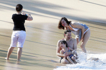 Ever Anderson Milla Jovovich with Paul W.S Anderson and daughter Ever in Maui