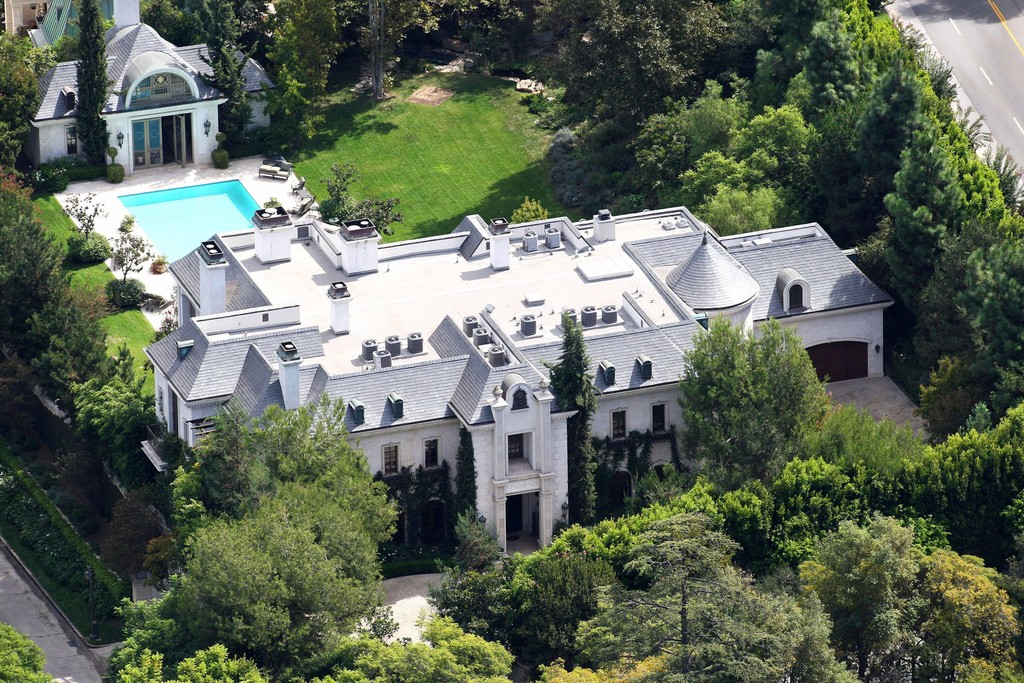 michael jackson in file photo the beverly hills mansion where michael jackson died zimbio. Black Bedroom Furniture Sets. Home Design Ideas