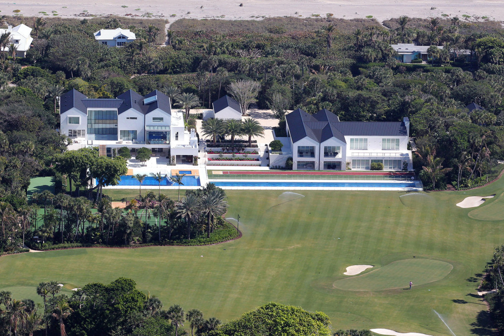 Tiger woods pictures file photo just a drive away Images of tiger woods house