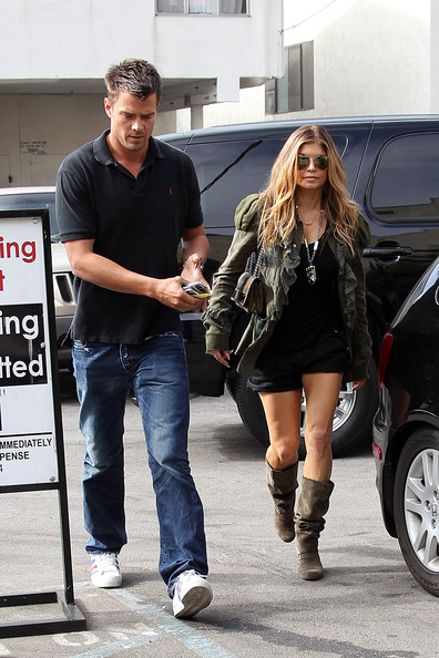"""Fergie and husband Josh Duhamel go for a bite to eat at """"Qs"""" in West Los Angeles."""