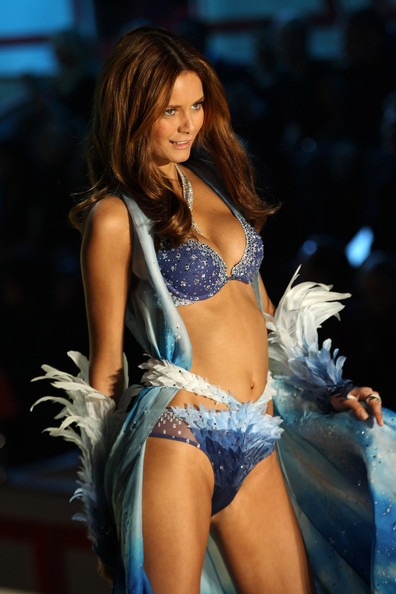 The 2010 Victoria's Secret Fashion Show in New York []