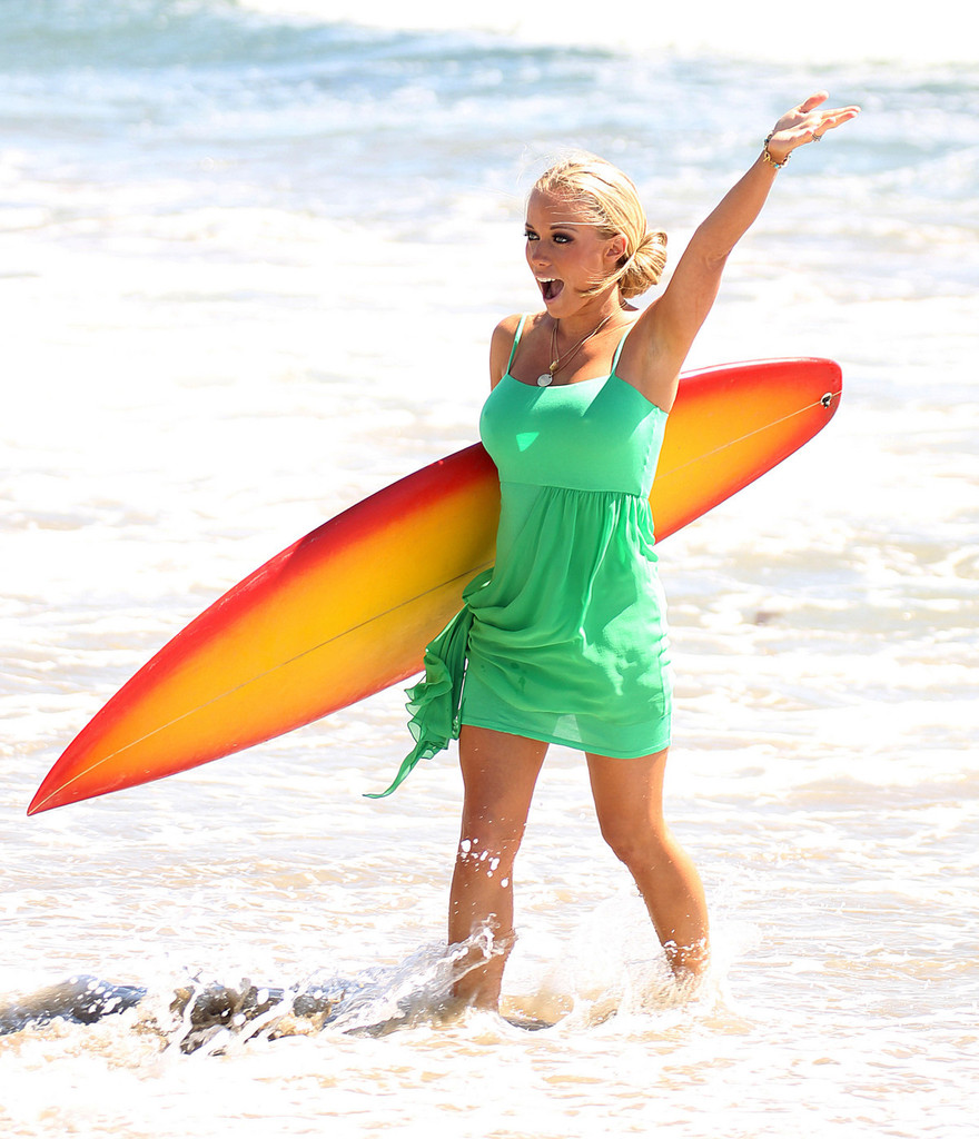 Pics Photos - Kendra Wilkinson And Family At The Beach Kendra Wilkinson And Hank Baskett Family