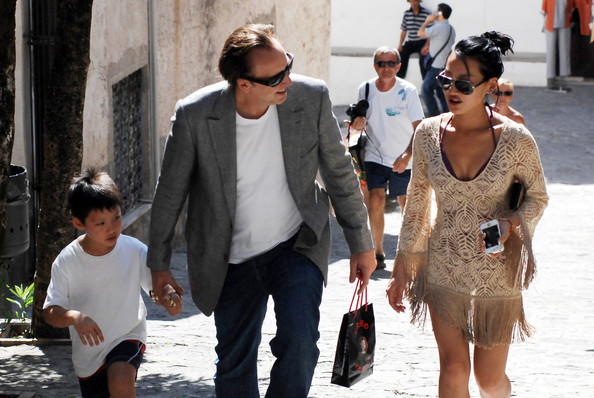 Nicolas Cage and Family Shop in Italy - Zimbio