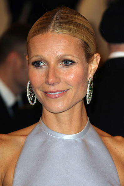 http://www2.pictures.zimbio.com/pc/Gwyneth+Paltrow+Celebs+Costume+Institute+Benefit+6ztwlxDCVJzl.jpg