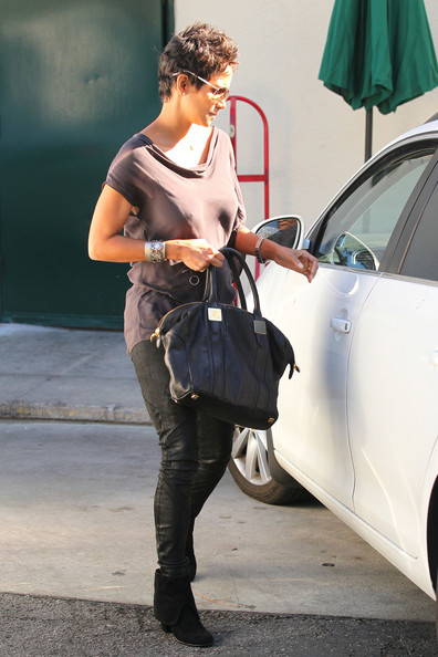 f6d6a0395c Halle Berry Photos Photos - Halle Berry at Cafe Med in Los Angeles ...