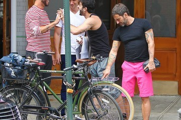 Harry Louis Marc Jacobs and Harry Louis Grab Lunch in NYC 2