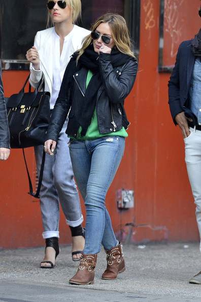 Hilary Duff Photos Photos - Hilary Duff Rocks a Leather Jacket in ...