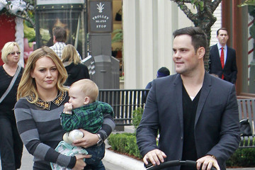 Hilary Duff Mike Comrie Hilary Duff and Mike Comrie Out With Luca