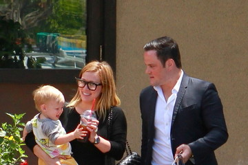 Hilary Duff Hilary Duff Picks Up Lunch with Her Family